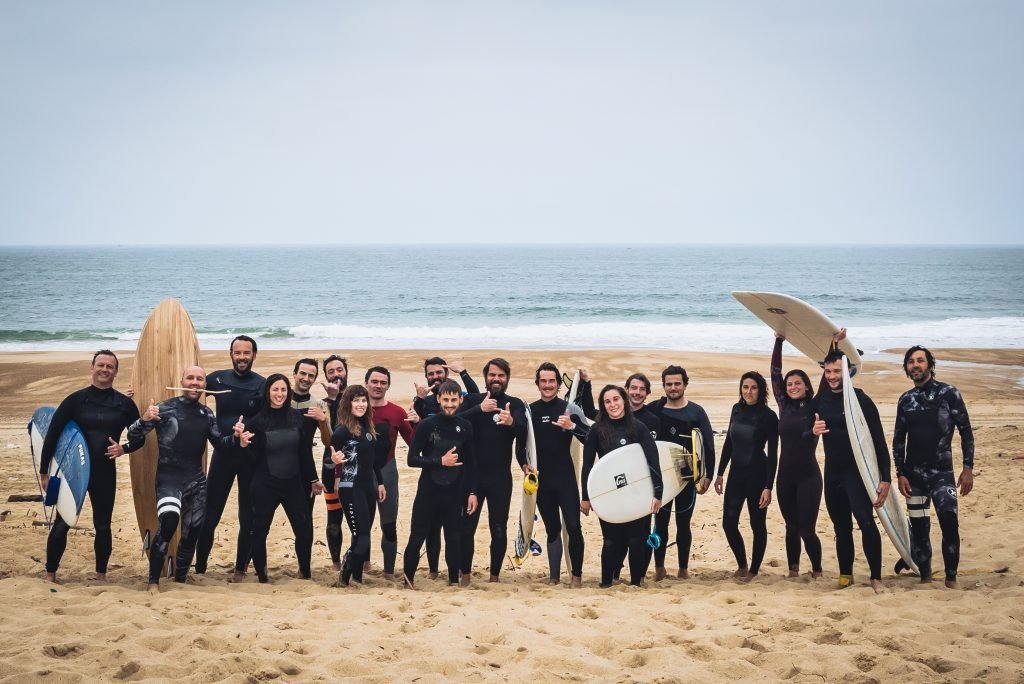 Akewatu, a team of surfeurs for surfers.